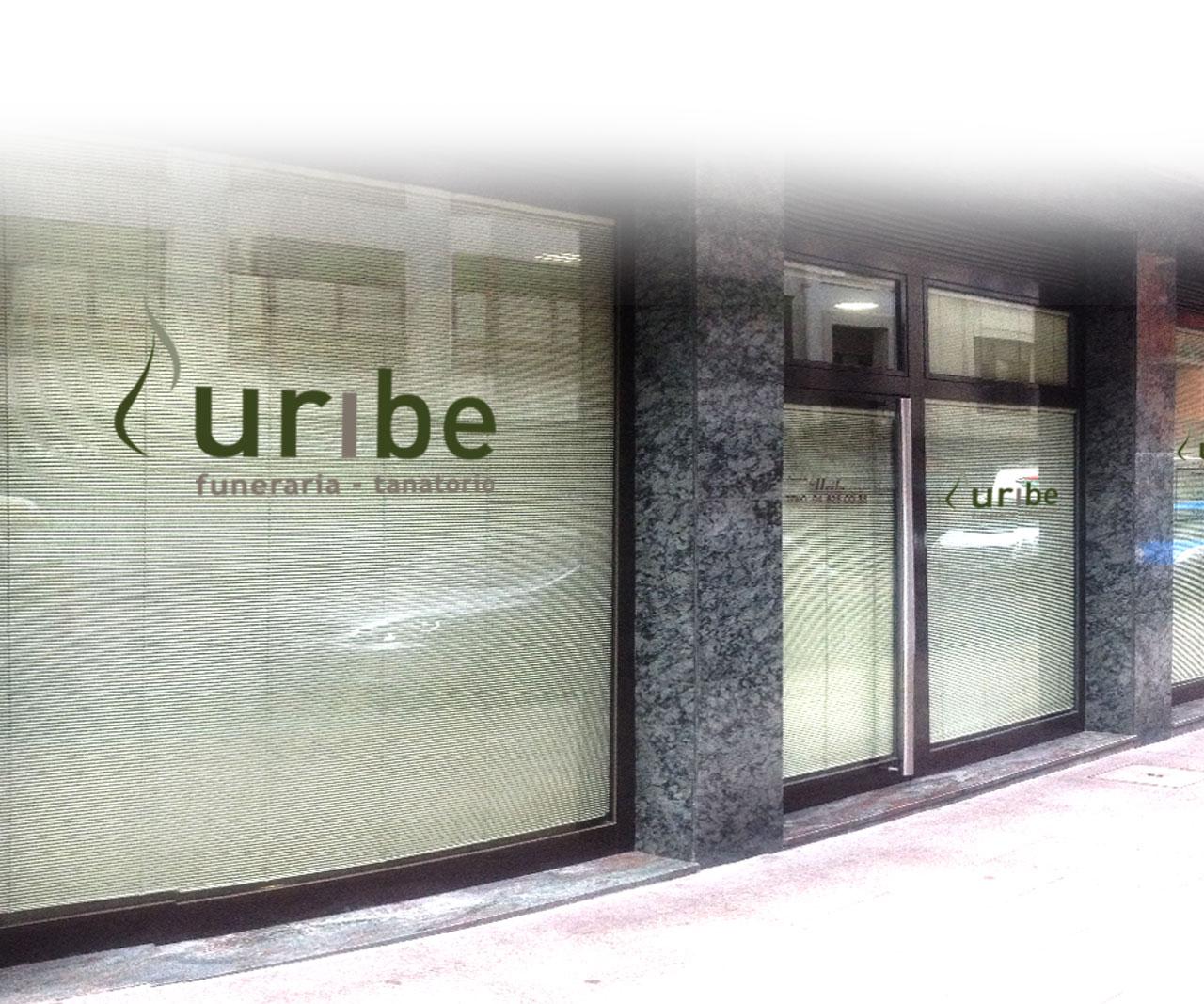 Funeraria Uribe foto de la fachada de las oficinas principales en Gernika